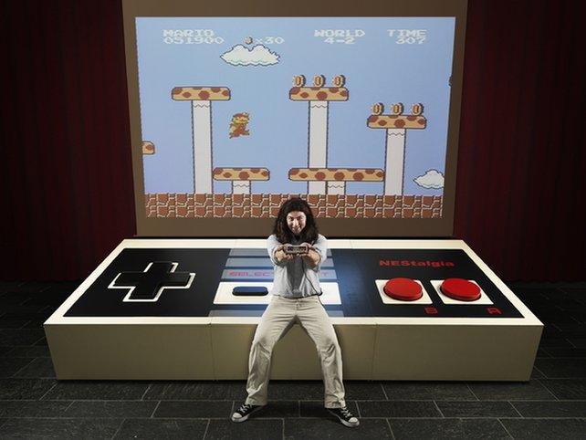 Größenwahn: Student Ben Allen baute diesen gigantischen NES-Controller.