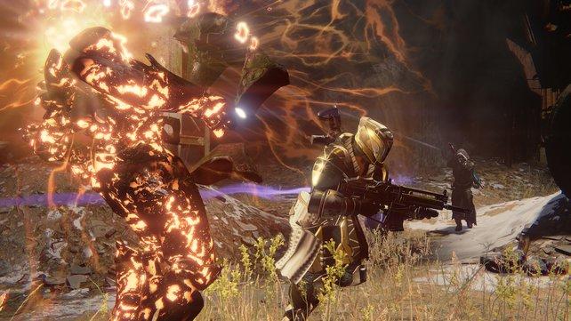 Hier trifft ein Jäger mit seinem Super-Angriff einen  Gegner.