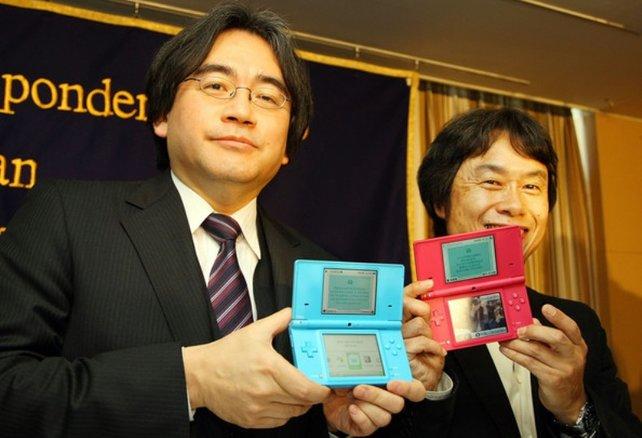 Auch Iwata und Miyamoto tun sich schwer, den DS aus der Hand zu legen.