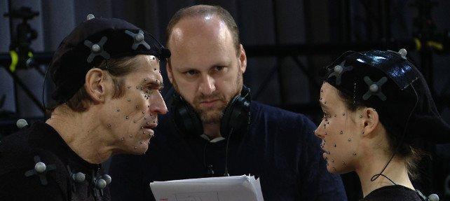 Schauspieler Ellen Page und Willem Dafoe mit Spielgestalter David Cage am Set von Beyond - Two Souls.