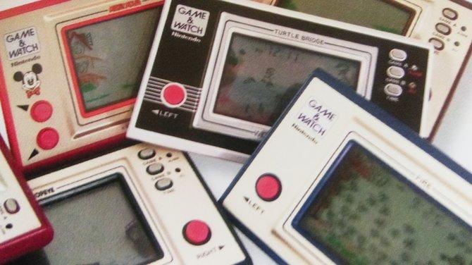 """Ein Berg von """"Game & Watch""""-Spielen! Sie begründen 1980 den Markt für mobile Videospiele, die allerersten Vertreter ihrer Zunft sind sie jedoch nicht. Mattel machte schon 1976 den (recht fruchtlosen) Anfang."""