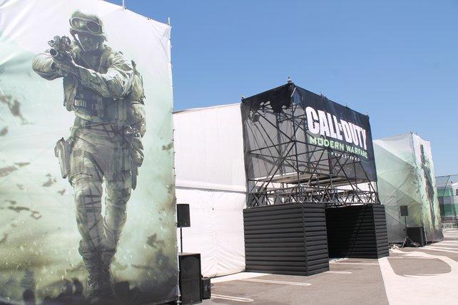 In klimatisierten Zelten konnten die Mehrspielermodi von Call of Duty - Infinite Warfare und Call of Duty - Modern Warfare Remastered angespielt werden.