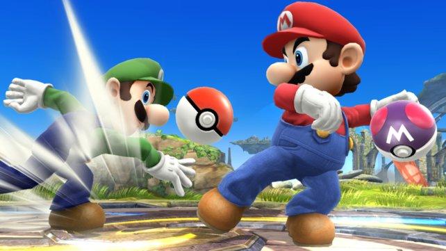 Bruderzwist: Luigi greift Mario mit einem Pokéball an.