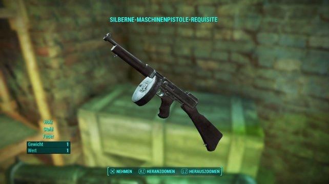 Die Silberne-Maschinenpistole-Requisite findet ihr zu Beginn in Hubris Comics.