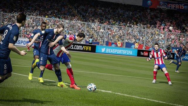 Zweikämpfe sind im neuen Fifa 15 elementar wichtig. Ihr könnt rempeln, schubsen und am Trikot ziehen. Manchmal gibts dafür die gelbe Karte.