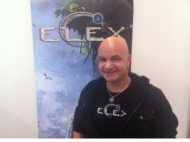 Björn Pankratz von Piranha Bytes präsentiert sein neues Baby Elex auf der Gamescom 2015.