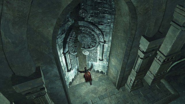 Durch dieses gewaltige Tor steigt ihr in die Tiefen der Totenstadt Shulva hinab.