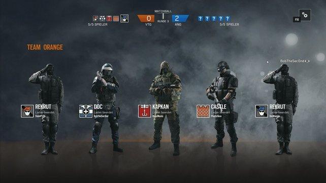 Im Multiplayer solltet ihr schnellstmöglich Operatoren freischalten. Rekruten sind hier deutlich schwächer als alle anderen Klassen