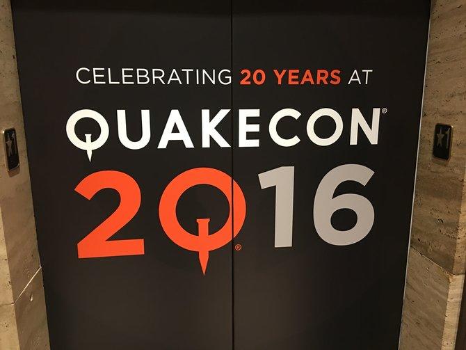 Die Aufzugtüren im Hotel verraten das Motto der Veranstaltung.