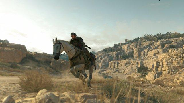 Große Distanzen überbrückt ihr am besten auf dem Pferderücken, doch lasst euch nicht entdecken.