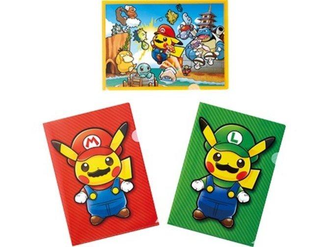 Nintendo veröffentlicht in Japan verschiedene Fan-Artikel, wie diese Schutzhüllen, auf denen die Welten von Super Mario und Pokémon sich vereinen.