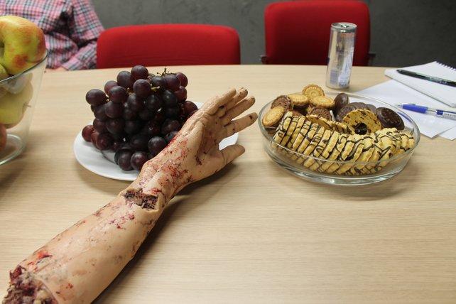 Mahlzeit: Zombie-Requisiten finden sich überall in den Räumen des Entwicklers.