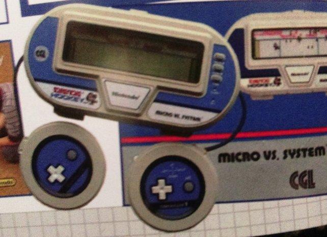 Die vorletzte Variante der Marke G&W (Micro Vs. System) zusammen mit zwei angeschlossenen Controllern für zwei Spieler.