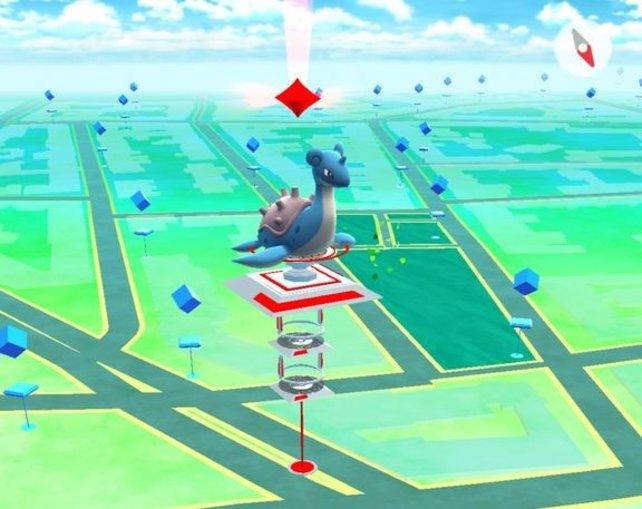 Jetzt dürft ihr zum Spielen wieder vor die Tür. Hier wartet ein Lapras-Pokémon darauf, dass ihr dagegen kämpft.