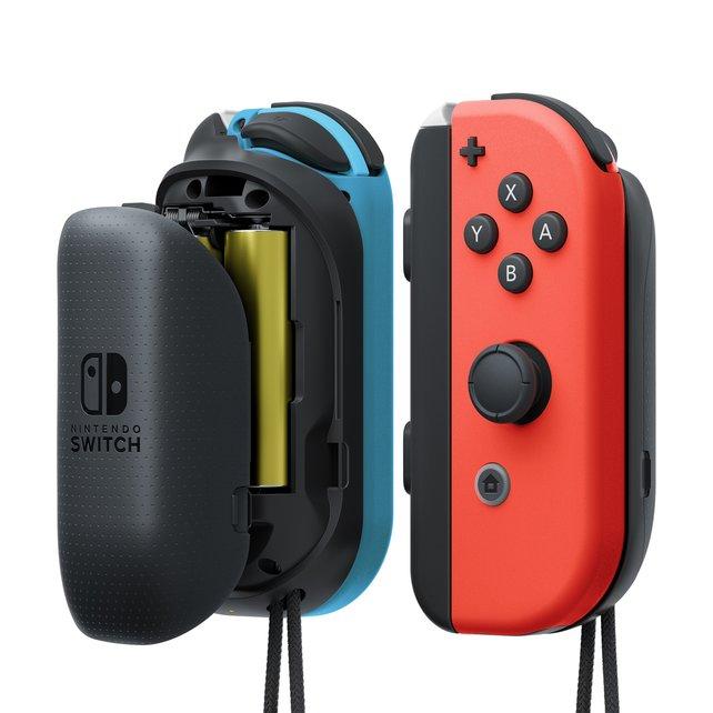 Für mehr Leistung bringt Nintendo einen Anbau-Akku für handelsübliche Batterien.