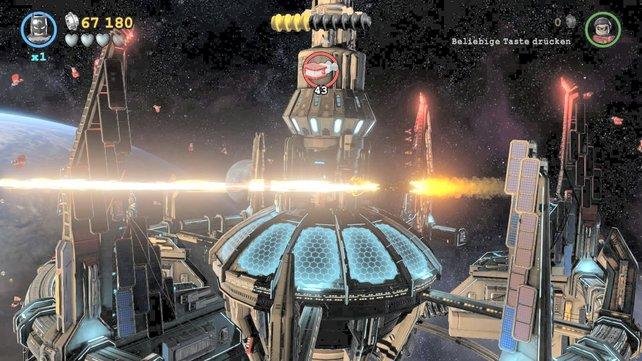 Baller-Einlagen im Weltall sorgen für Abwechslung vom Klötzchen-Kloppen.