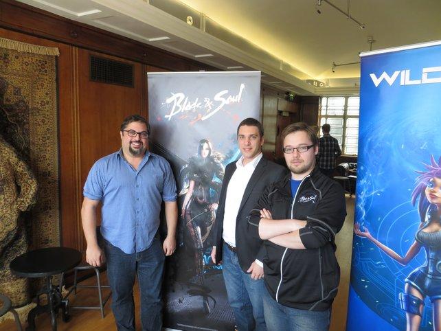 Das NCSoft-Team für Blade and Soul (von Links): Omeed Dariani (Community), Nicolas Coutant (Produzent) und Mark Hulmes (Community).