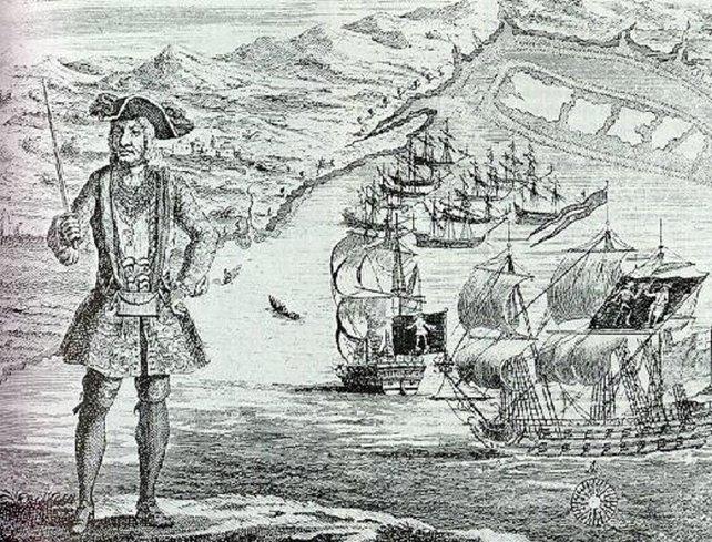 Der Pirat Black Bart vor einem Teil seiner stolzen Flotte.