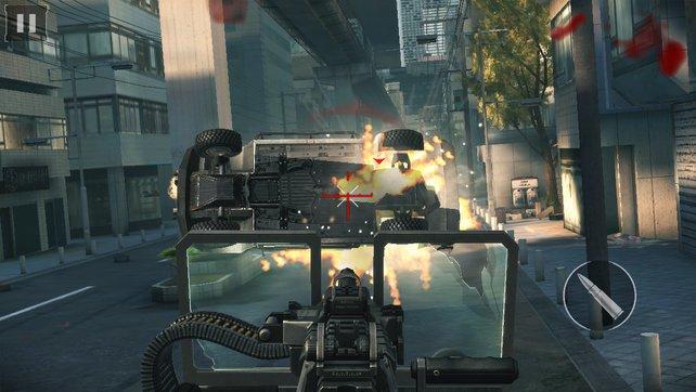 In Modern Combat 5 explodieren allerhand Fahrzeuge.