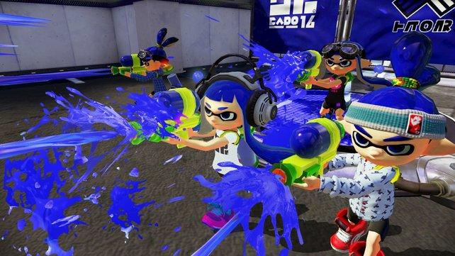Team Blau stellt sich dem Kampf. In Formation wird der Feind abgewehrt.