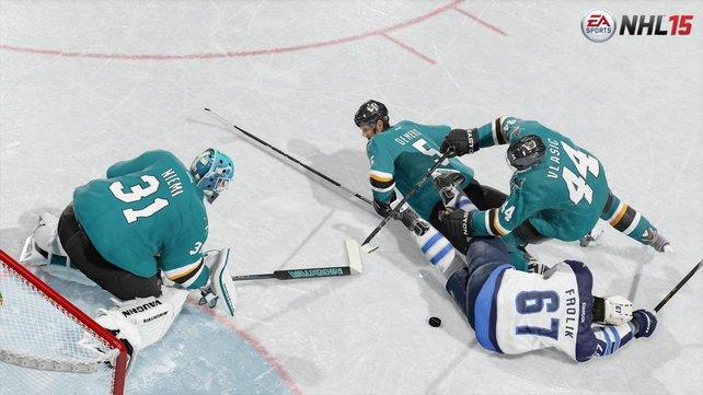 Bei Körperkontakt haut es die Spieler häufig aufs Eis. Das ist zwar gut so, sieht aufgrund von Physikaussetzern manchmal aber auch unfreiwillig komisch aus.