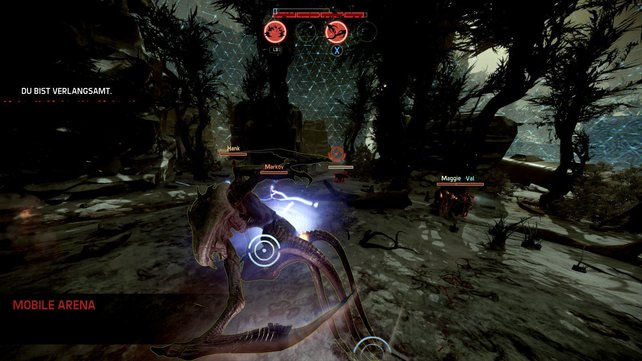 In der Rolle des übergroßen Ungeheuers hackt, schneidet und bombt ihr auf die Gegner ein.