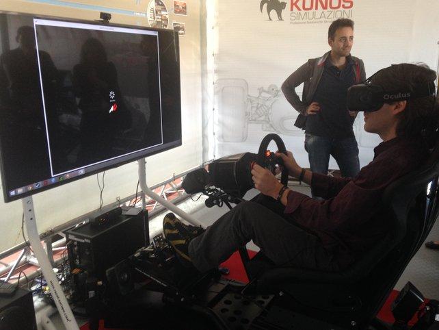 Spielen mit Oculus Rift sieht von außen zwar merkwürdig aus, bietet für den Spieler aber das intensivste Fahrgefühl.