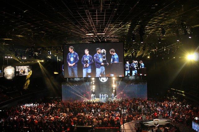 Siegerehrung der neuen Weltmeister in der Arena The Forum in Inglewood, Kalifornien.