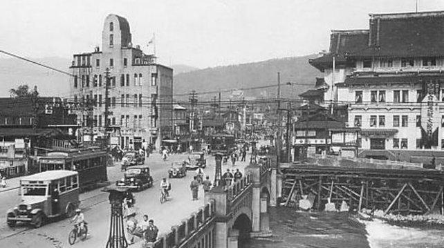 Kyoto ist in den dreißiger Jahren zu einer modernen Metropole geworden.