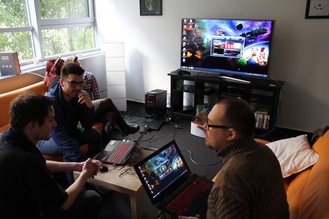 Entwickler-Besuch bei spieletipps: Dominik Nagel (vorne links im Bild) von Gameforge war zu Gast.