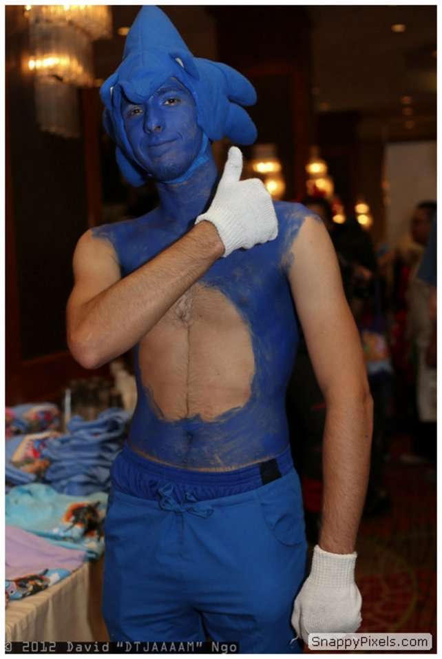 Quell: http://snappypixels.com/wp-content/uploads/2013/08/bad-cosplay-costume-fails-19.jpg