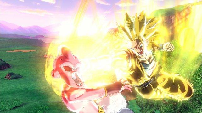 Son Goku (Super Saiyajin 3) vermöbelt Kid Boo. Das tut bestimmt weh ...