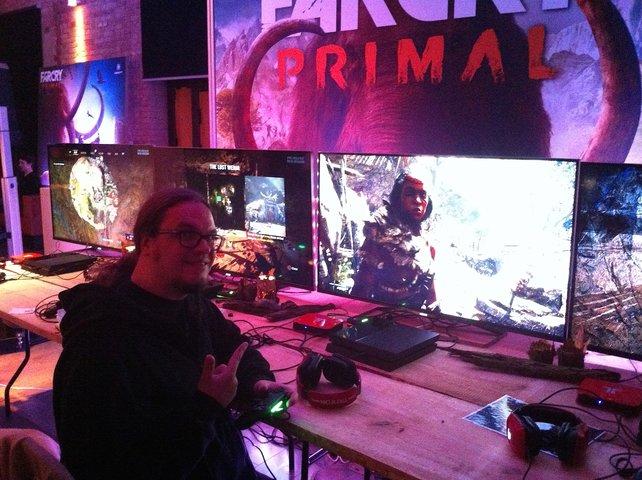 Steinzeitmenschen vor und auf dem Bildschirm: Onkel Jo von spieletipps spielt Far Cry - Primal.