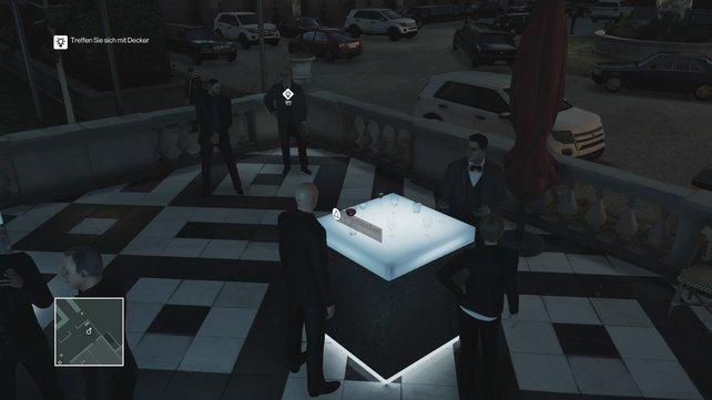 Mister Decker wartet auf ein Gespräch mit Viktor
