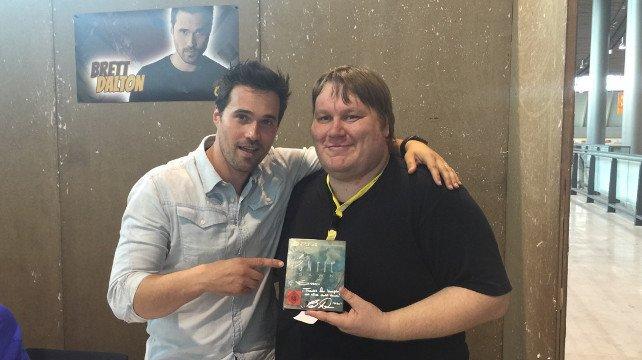 Unser Reporter Sven mit Brett Dalton (links), der Mike in Until Dawn gespielt hat und sich freute, dass er überleben durfte.