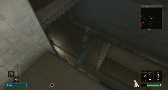Rechts unten seht ihr die fragile Wand, die euch nach draußen bringt.