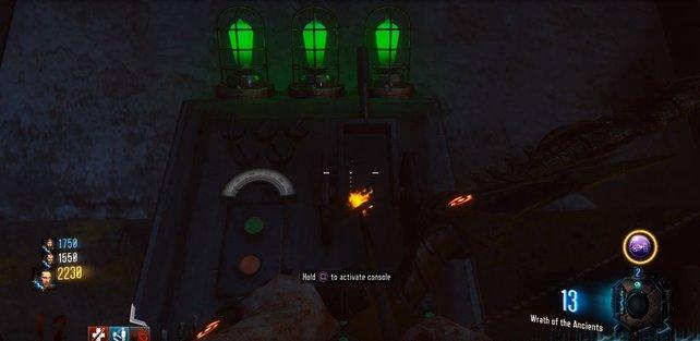 Die Konsole lässt sich erst mit drei grünen Lampen aktivieren.