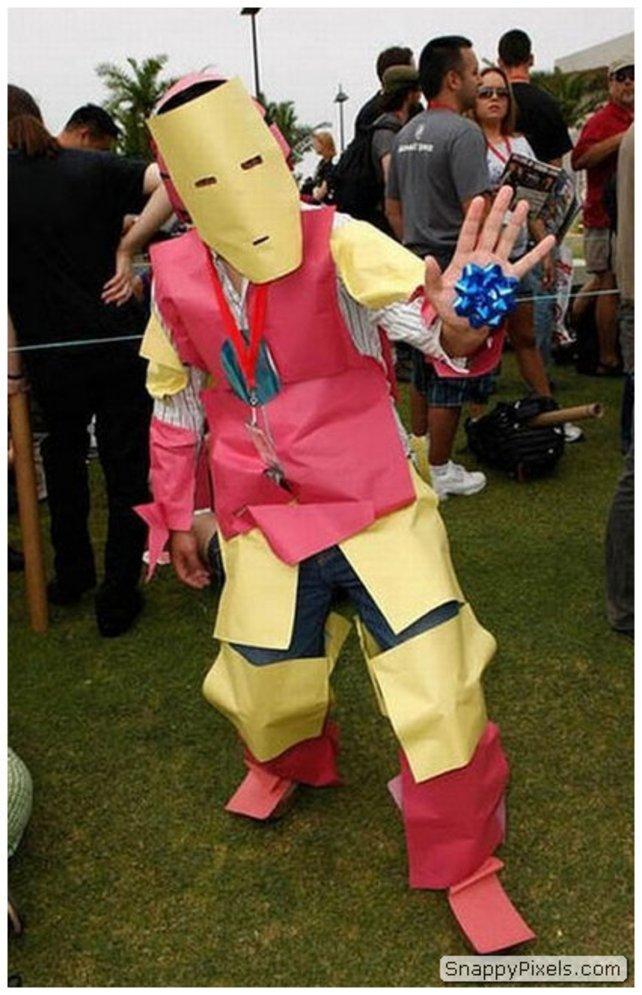Quelle: http://snappypixels.com/wp-content/uploads/2013/08/bad-cosplay-costume-fails-28.jpg