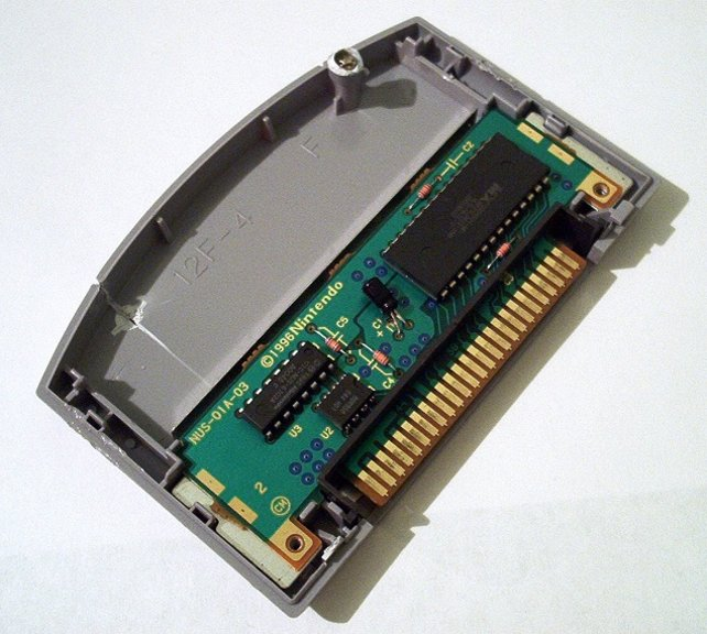 Die N64-Module haben technisch nichts gemein mit den CD-ROMs der Playstation.