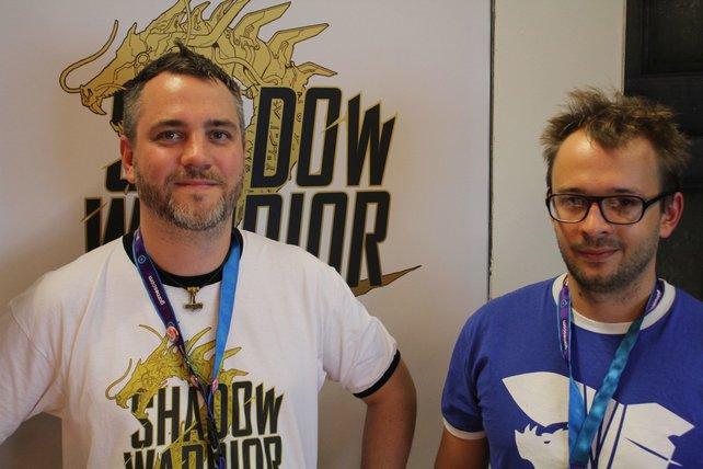 Autor Slawomir Ulclasz und Entwickler Kuba Opon stellen auf der Gamescom 2015 Shadow Warrior 2 vor.