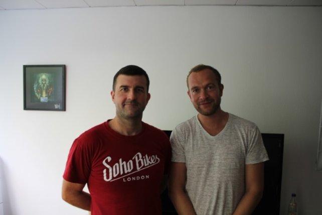 Hier seht ihr den Leitenden Entwickler Quinn Duffy (links) und Markenverantwortlicher Alex Price (rechts) von Relic Entertainment zu Besuch bei spieletipps.