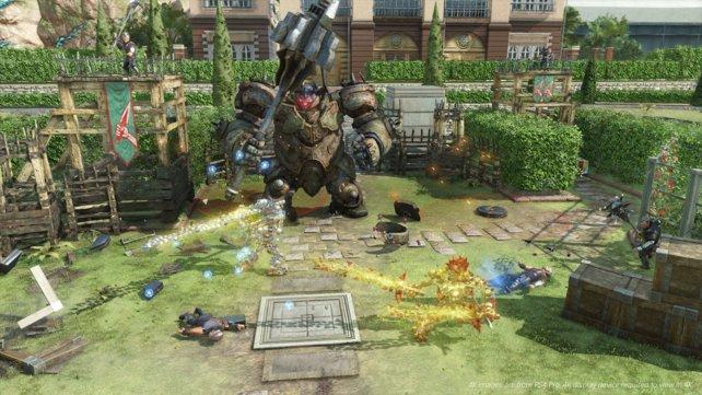 Weicht den Attacken des dicken Ritter-Robos aus, bevor ihr ihn mit Schlägen eindeckt.
