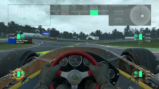 Der klassische F1-Renner Lotus 49 ist gerade im Regen ein wahres Biest (hier mit Telemetrie-Einblendung).