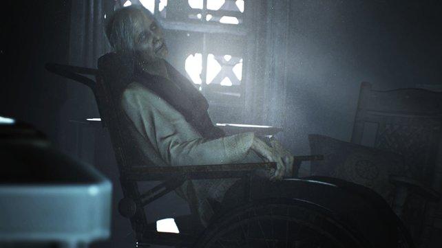 Die Tante im Rollstuhl spricht nicht viel.