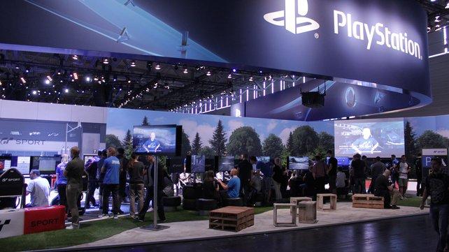 Neben Virtual Reality dürft ihr auch Gran Turismo Sport am Stand anzocken.