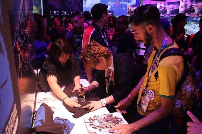 Autogrammstunde mit Naoki Yoshida am Stand von Final Fantasy.