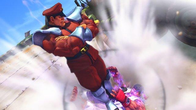 """Unterm Stiefel: Bösewicht Bison zeigt """"Gutewicht"""" Ryu, wo der Hammer hängt."""