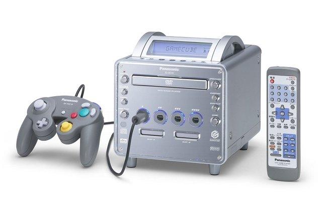 Und der Gamecube wird doch noch zum DVD-Spieler! Aber nur in Japan und nur in einer brandteuren Luxusversion von Panasonic: Panasonic Q nennt er sich. Den Würfel umzubauen hatte Nintendo der japanischen Firma vertraglich gestattet.