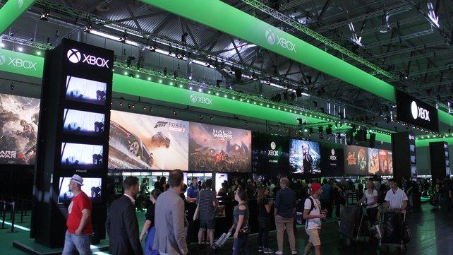 Schon von weitem ist das leuchtende Grün des Xbox-Imperiums sichtbar.