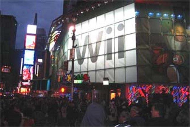 Als die Wii am 19. November erscheint, sind Massenaufläufe voller ungeduldig jubelnder Menschen Teil des Stadtbildes.